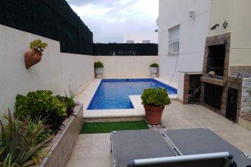SE VENDE CHALET individual con piscina